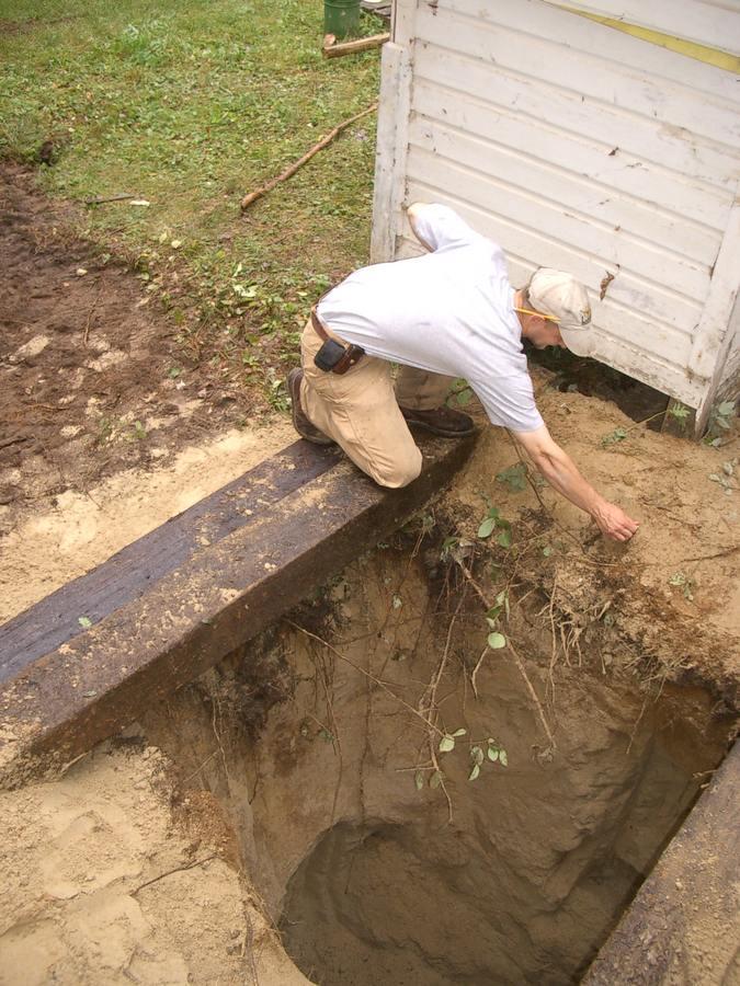 Как правильно сделать выгребную яму в глинистой местности